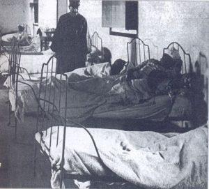 Los pacientes de Paliativos suelen referir extrañas presencias por la noche a los pies de la cama. En la imagen, antiguo Hospital Civil de Tenerife.
