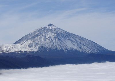 800px-Teide_with_snow-Tenerife