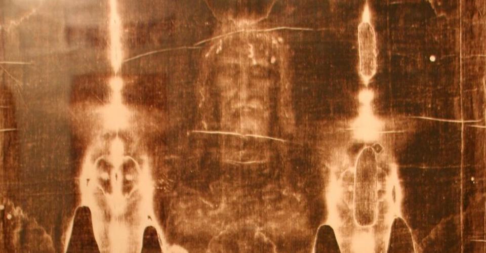 Manchas de pintura en La Síndone: la replica de un médico y antropólogo forense