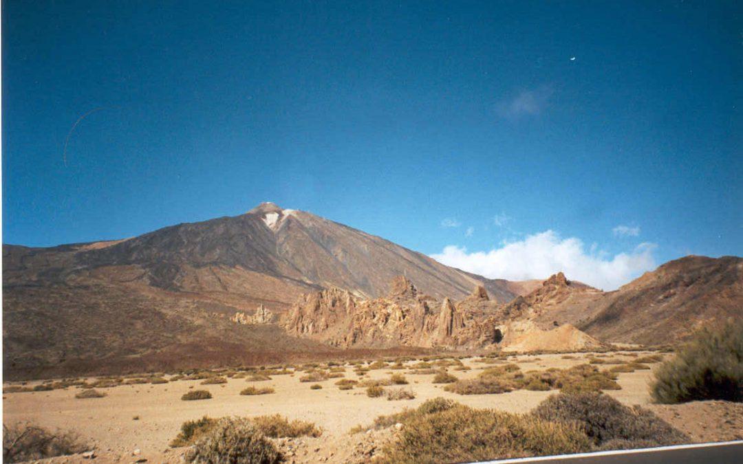 El Teide 12/10/92: Operación Resurrección; La Piedra de los Valientes; Encuentro con el saber guanche; Luces Populares…este viernes en CSB