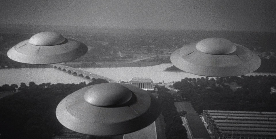 CSB12-26 Cine, política, biología y ETs; la decapitación de un noble; viaje al Planeta Cero; Ellos en DMAX